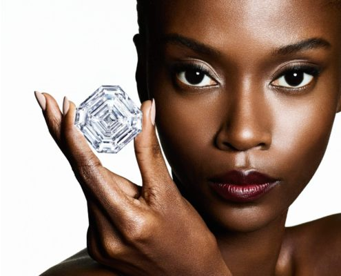 A-model-holding-the-Graff-Lesedi-La-Rona-Square-Emerald-Cut-Diamond-campaign-header-2500x1500 (1)