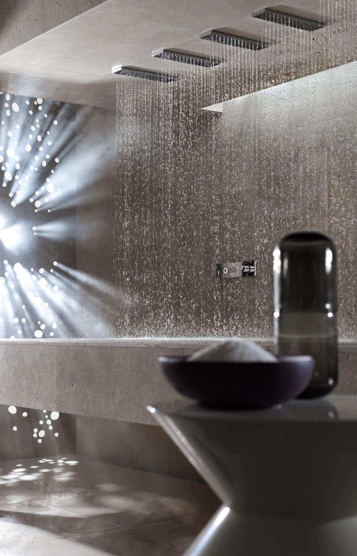 DUCHA HORIZONTALATTproporciona, por primera vez, una experiencia de ducha reclinable