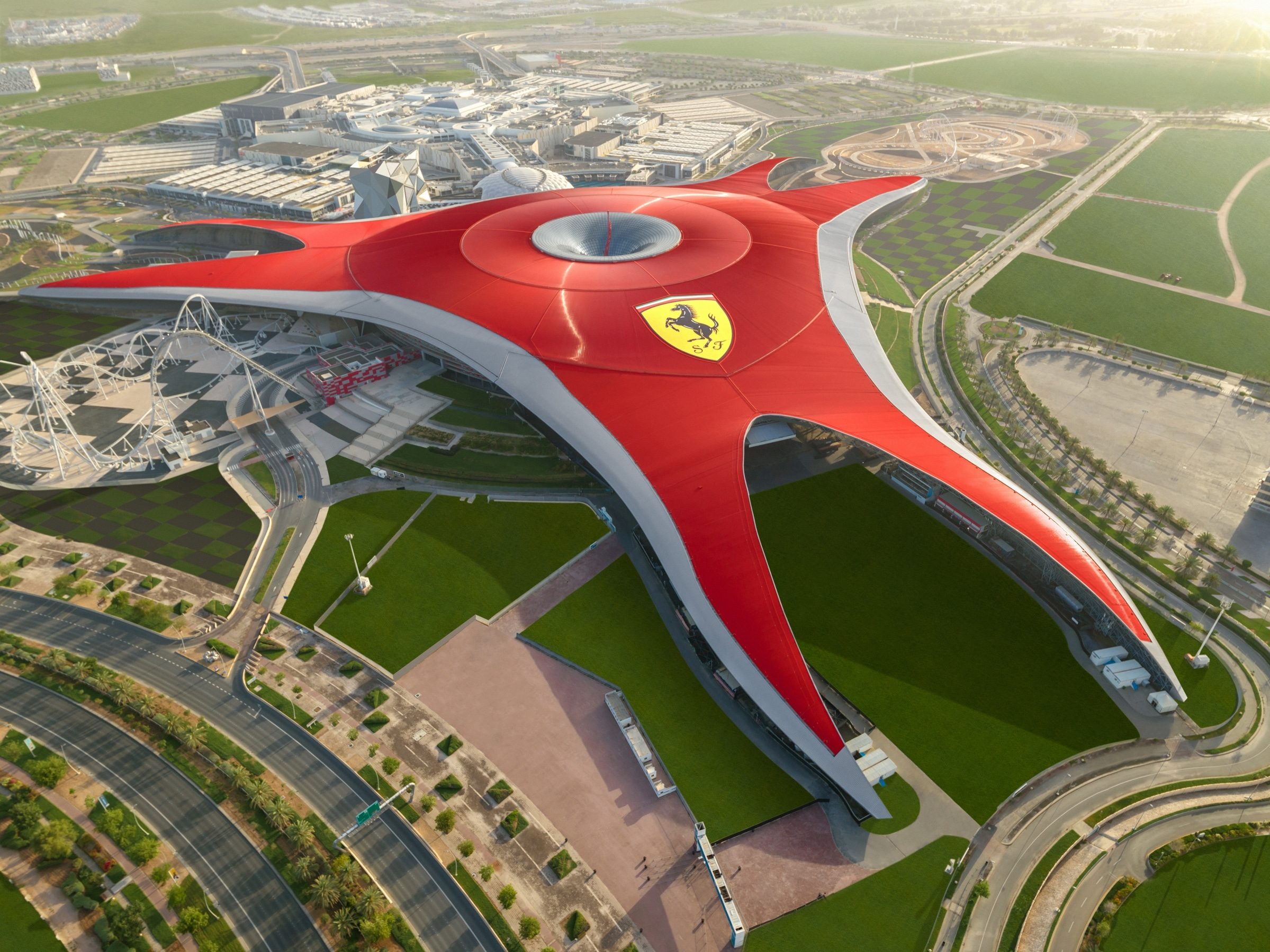 FERRARI WORLD ABU DHABI és nombrado parque temático lider mundial en los World travel awards 2019