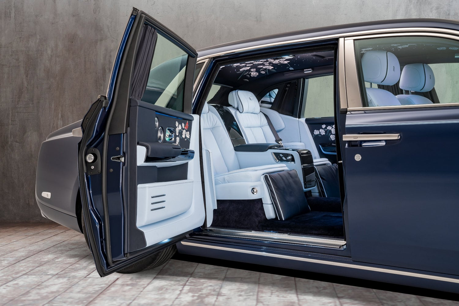 THE MILLION STITCH ROLLS-ROYCE PHANTOM interior