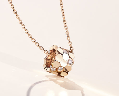 Bee My Love pendant is inspired by the shape of honeycomb, emblematic of Chaumet